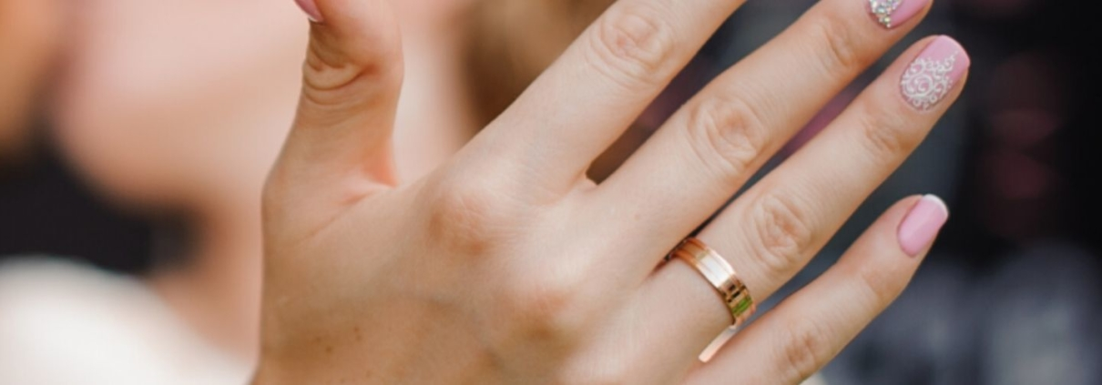 how to wear a wedding ring set